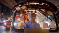 Touristisches Reiten Tuk Tuk in Bangkok 4K