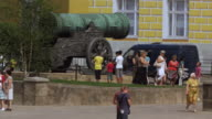 Tourists admire a cannon in the Kremlin