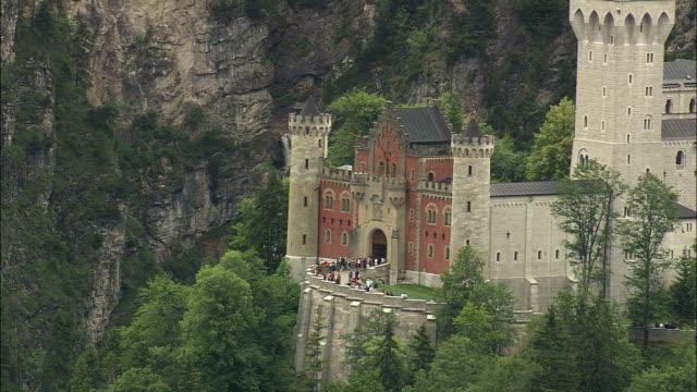 HA PAN Tourists at Neuschwanstein Castle, Neuschwanstein, Bavaria, Germany