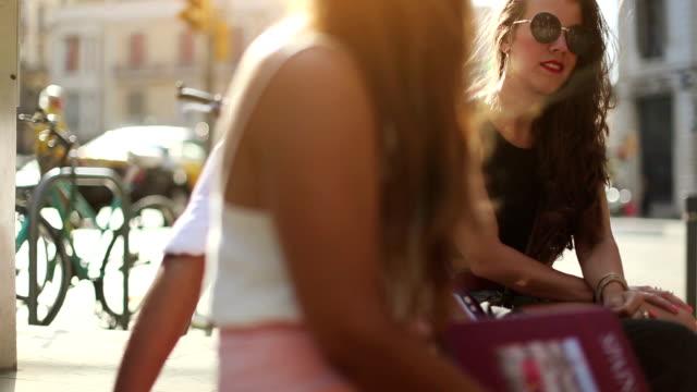 Toeristen in Barcelona met gids
