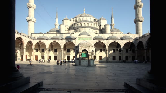 T/L WS Tourists in Blue Mosque courtyard, Istanbul, Turkey