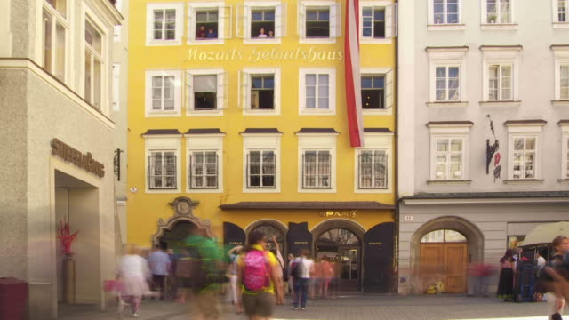 T/L Tourists in Front of the Birthplace of Wolfgang Amadeus Mozart in Salzburg
