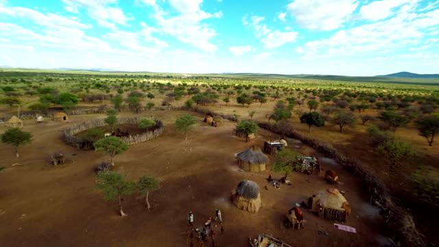 HELI-Touristen In der Himba Village