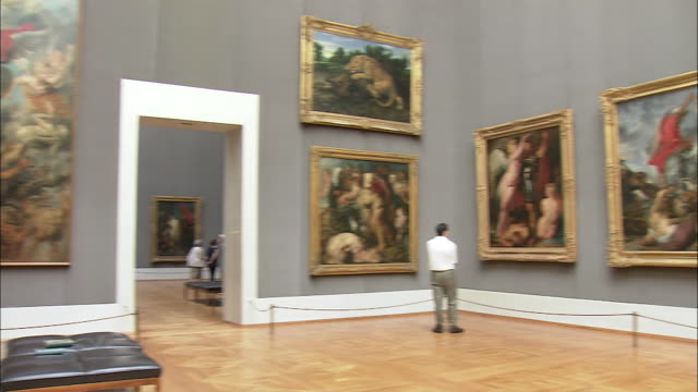 WS Tourists looking at Rubens' paintings in Alte Pinakothek, Munich, Bavaria, Germany