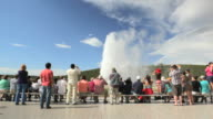 DS, Tourists on boardwalk watching Old Faithful, Yellowstone National Park, Montana