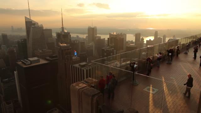 WS HA Tourists on deck overlooking skyline / Manhattan, New York, USA