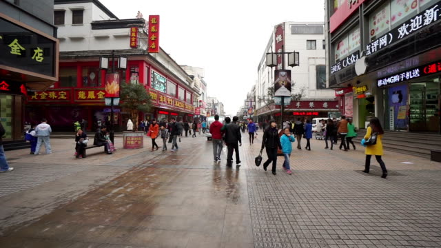 Tourists on Guanqian Street
