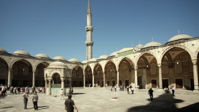 WS Tourists walking across Blue Mosque outer courtyard, Istanbul, Turkey