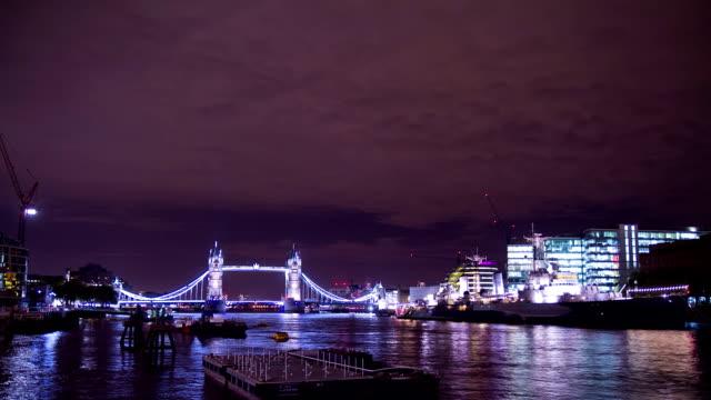 HD-ZEITRAFFER: Tower Bridge bei Nacht