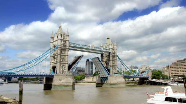 Tower Bridge, London opening and closing. HD