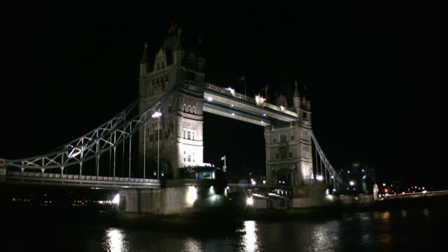 Tower Bridge on the Thames (London, England)