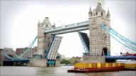 Tower Bridge opening and closing, London