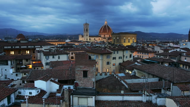 T/L ZO WS Townscape with Basilica di Santa Maria del Fiore, dusk to night, Florence, Tuscany, Italy