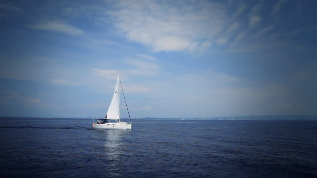 HD: Tracking The Sailing Boat
