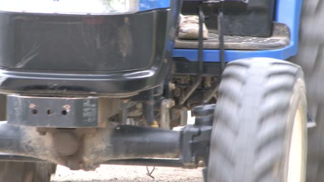 Traktor ride-HD 1080/bis 30