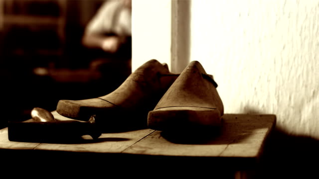 HD DOLLY: Traditional Shoemaker Workshop