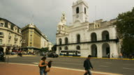 T/L, MS, Traffic and colonial building, Plaza de Mayo, Buenos Aires, Argentina