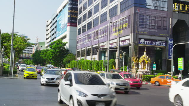 Traffic at Naradhiwas Rajanagarindra corner Silom