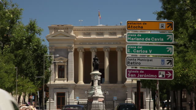 WS Traffic in front of neo classical building / Madrid, Spain