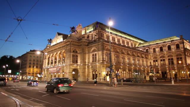 WS Traffic in front of Vienna State Opera at dusk / Vienna, Austria