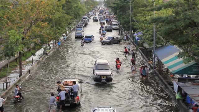 Stau von Hochwasserlage.