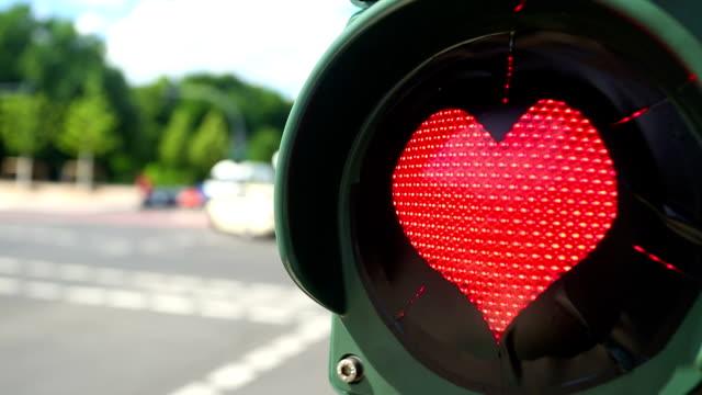 Ampel mit herzförmigen rote Lampe