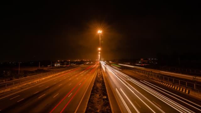 Verkehr auf der Autobahn.