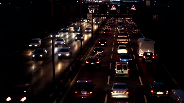 Verkeer op de snelweg 's nachts, Time Lapse
