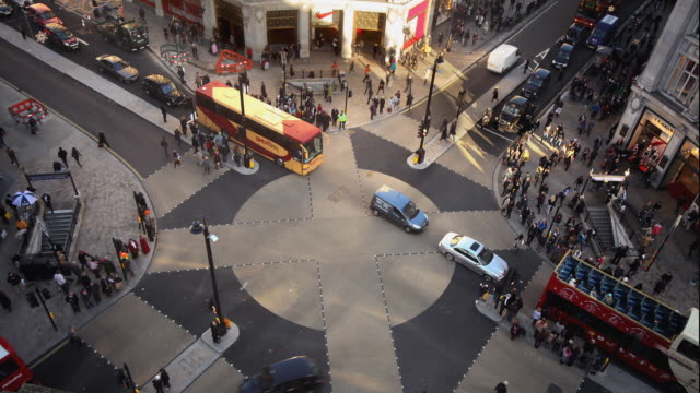 T/L WS HA Traffic on Oxford Circus / London, England
