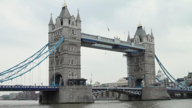WS Traffic on Tower bridge / London, United Kingdom