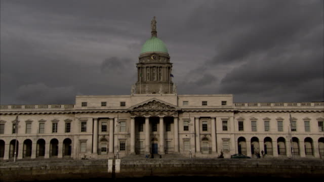Traffic passes Dublin's Four Courts on a cloudy day. Available in HD.