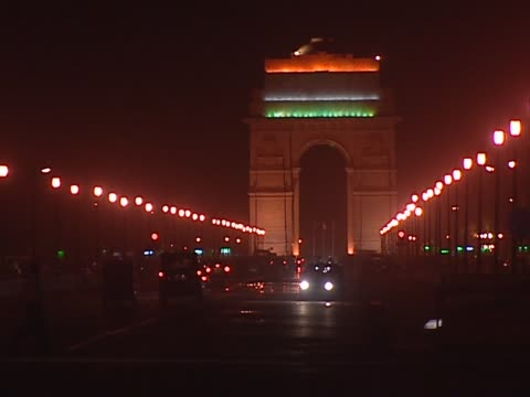 Traffic passing by India Gate at night