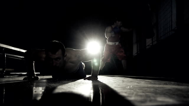 HD SUPER SLOW MO: Train Boxing