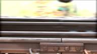 CU van trein wielen verplaatsen langs spoor van railway
