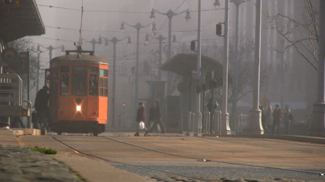 (HD1080i) Trams In Fog (Streetcar / Trolley)