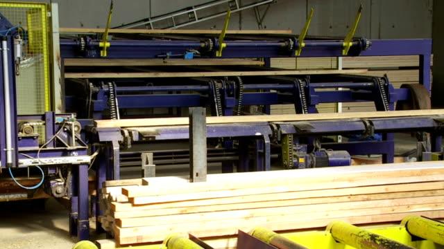 Trasportano tavole su Lumbermill linea di produzione