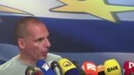Tras la clara victoria del No en el referendum el domingo el ministro de Finanzas griego Yanis Varoufakis dimitio este lunes en lo que parece ser una...