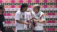 Tras regresar a Brasil Ronaldinho Gaucho fue presentado oficialmente este domingo en el Fluminense donde empezara a entrenar a partir del proximo 27...