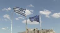 Tras solicitar un nuevo programa de rescate el primer ministro griego se comprometio a presentar nuevas propuestas de reformas creibles el jueves...