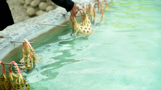Travelers are boiling quail eggs at natural hot springs. Packing eggs in a basket To use boiled eggs in a hot tub of water.