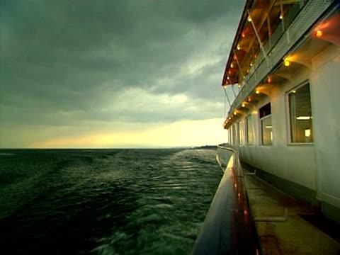 Reisen Sie mit dem Genfer See