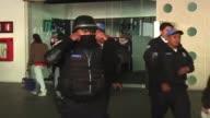 Tres agentes federales murieron este lunes en una balacera en el aeropuerto internacional de Ciudad de Mexico luego de que intentaran detener a...