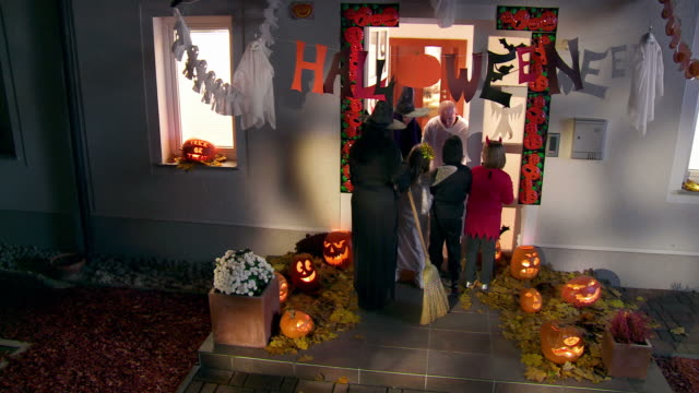 HD CRANE: Trick Or Treating