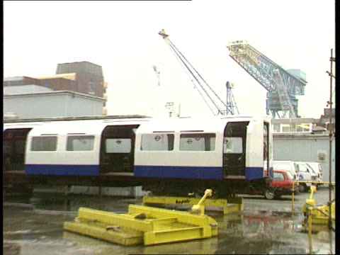 Defence Committee decision EXT Rosyth SEQ London Underground trains being refitted at Rosyth