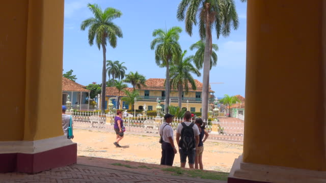 Trinidad, Cuba: Zoom out in the main public park during the daytime.