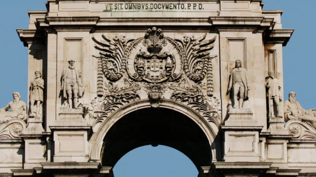 T/L CU ZO MS Triumphal arch on Praca do Comercio, Lisbon, Portugal