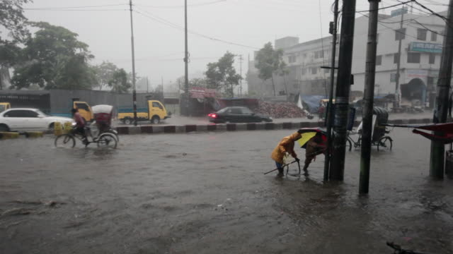 Tropical monsoon rain and flooding in Chittagong, Chittagong, Bangladesh, Indian Sub-Continent, Asia