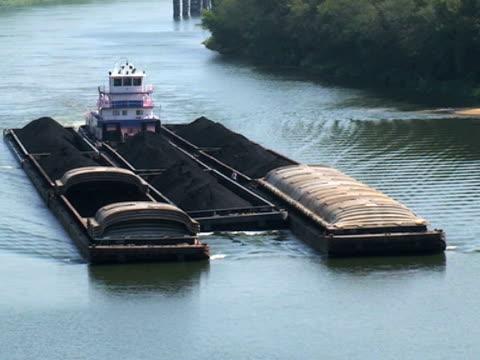 Tug-Boot und Schiffen