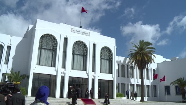 Tunisia President Beji Caid Essebsi hosted foreign dignitaries for a march that went from Tuniss Bab Saadoun Square to the Bardo museum on Sunday