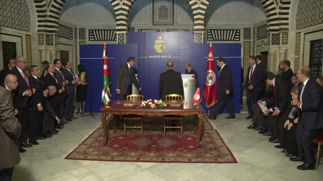 Tunisian Prime Minister Youssef Chahed meets with Jordanian Prime Minister Hani AlMulki in Tunis Tunisia on November 23 2017 Tunisian Prime Minister...